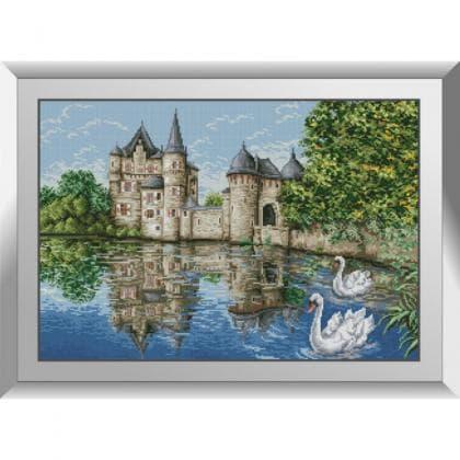 Замок у озера (лебеді)
