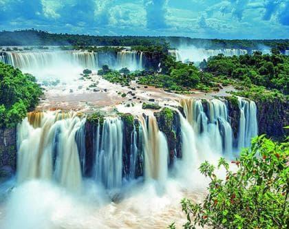 Мальовничий водопад