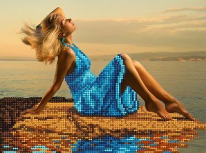 Дівчина на березі