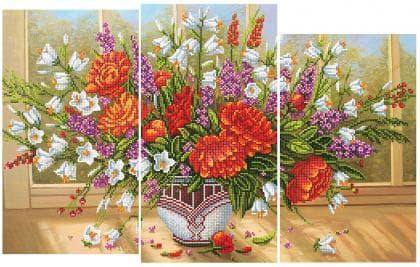Букет на вікні  з червоними квітами